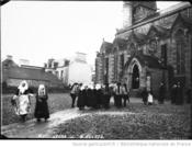 1912:groupe devant l eglise-Agence ROL-BNF